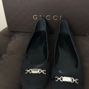 Gucci flats w/box.